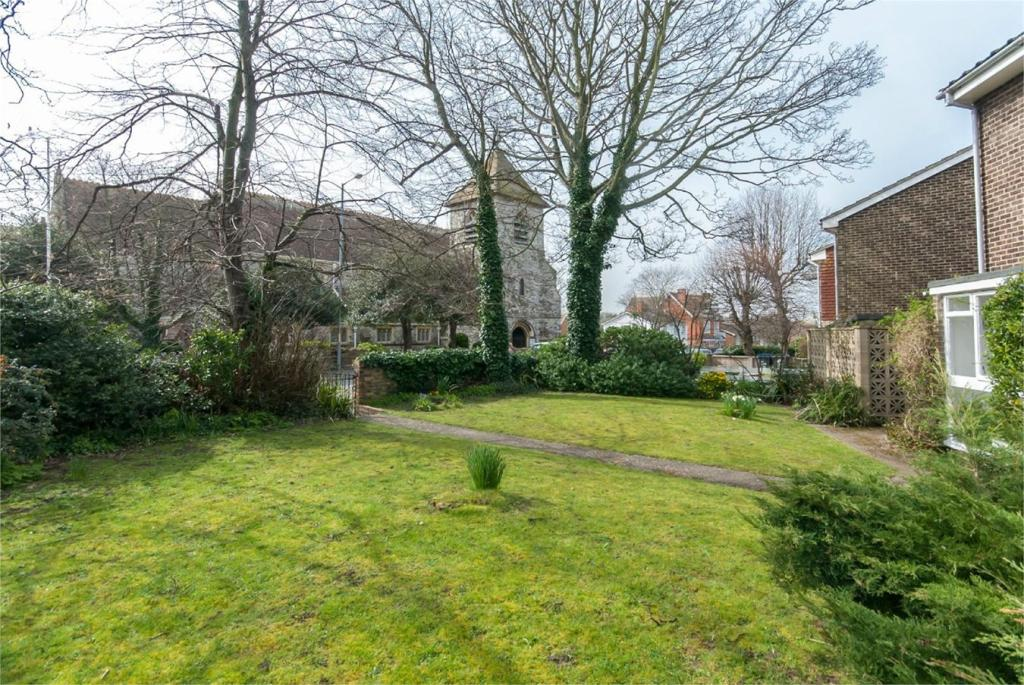 3 Bedroom Detached House For Sale In Westgate Bay Avenue