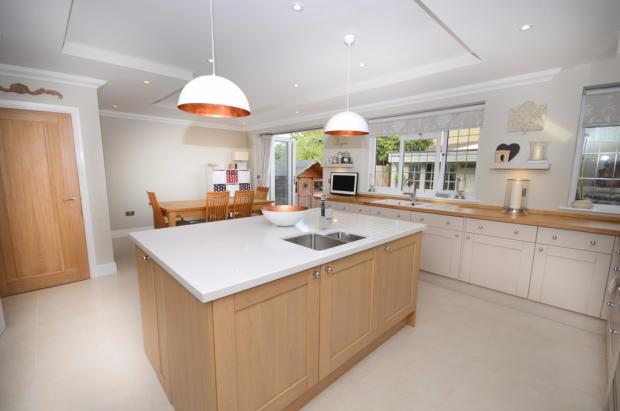4 Bedroom Detached House For Sale In Wedgewood Road Downend Bristol Bs16 Bs16