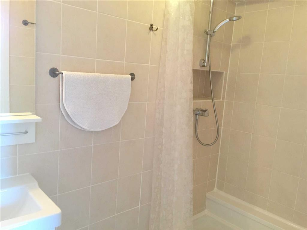 EN-SUITE TILED 3-PIE