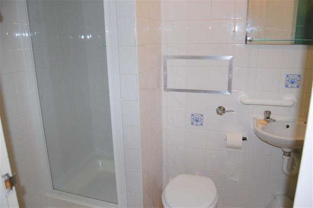 TILED 3-PIECE SHOWER