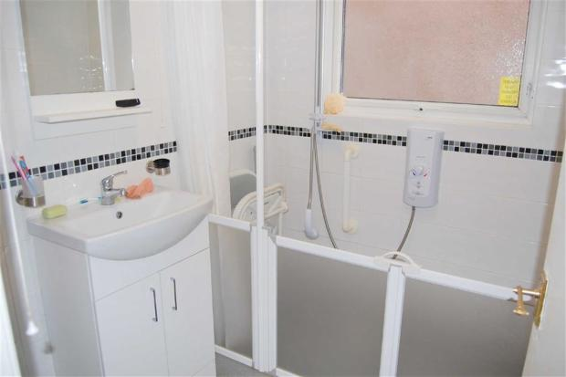 THREE-PIECE WETROOM