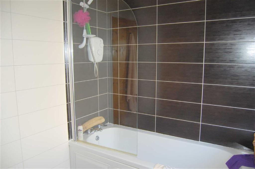 RE-FITTED TILED BATH