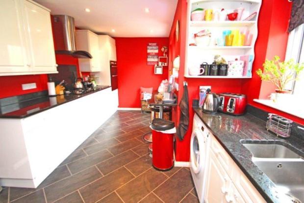 10 Grange Gardens Kitchen 1