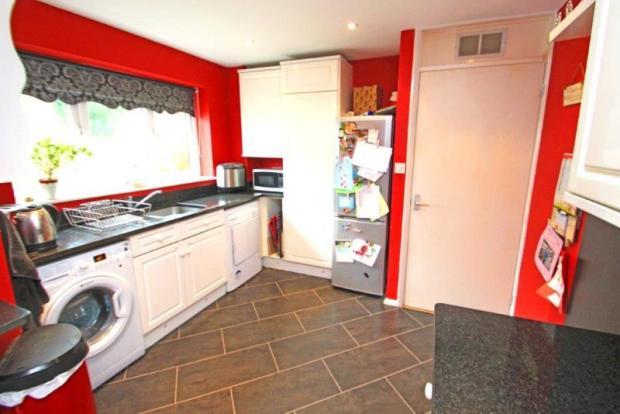10 Grange Gardens Kitchen 2