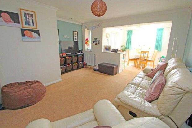 10 Grange Gardens Living Room