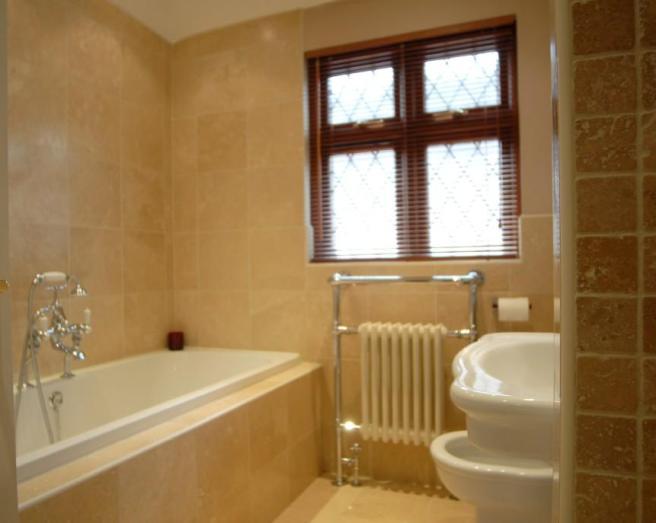 Beige design ideas photos inspiration rightmove home for Orange and brown bathroom ideas