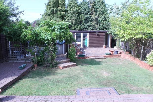 3 bedroom bungalow for sale in hutton brentwood essex for Garden plunge pool uk