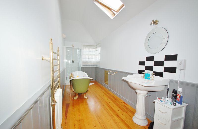 2nd Floor Bath...