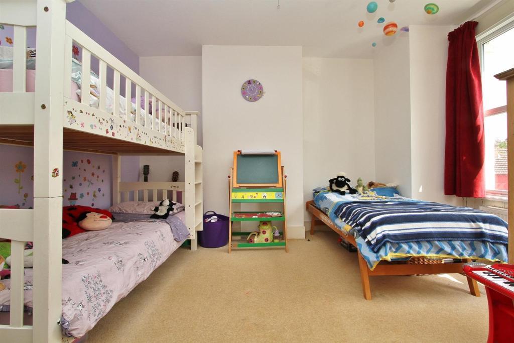 bed 2 (2).jpg
