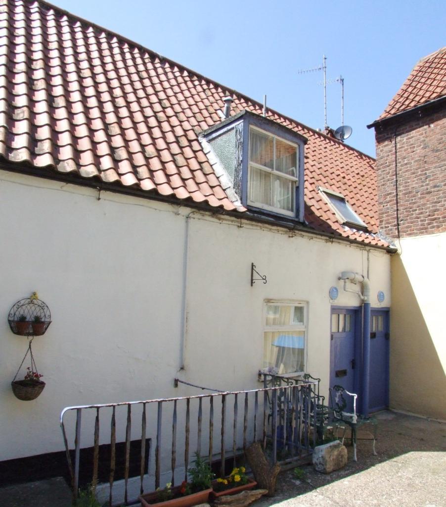 Bedroom Furniture Yard Sale: 2 Bedroom Cottage For Sale In Kiln Yard, Church Street