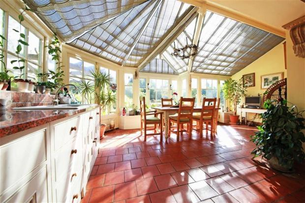 CONSERVATORY/LIVING