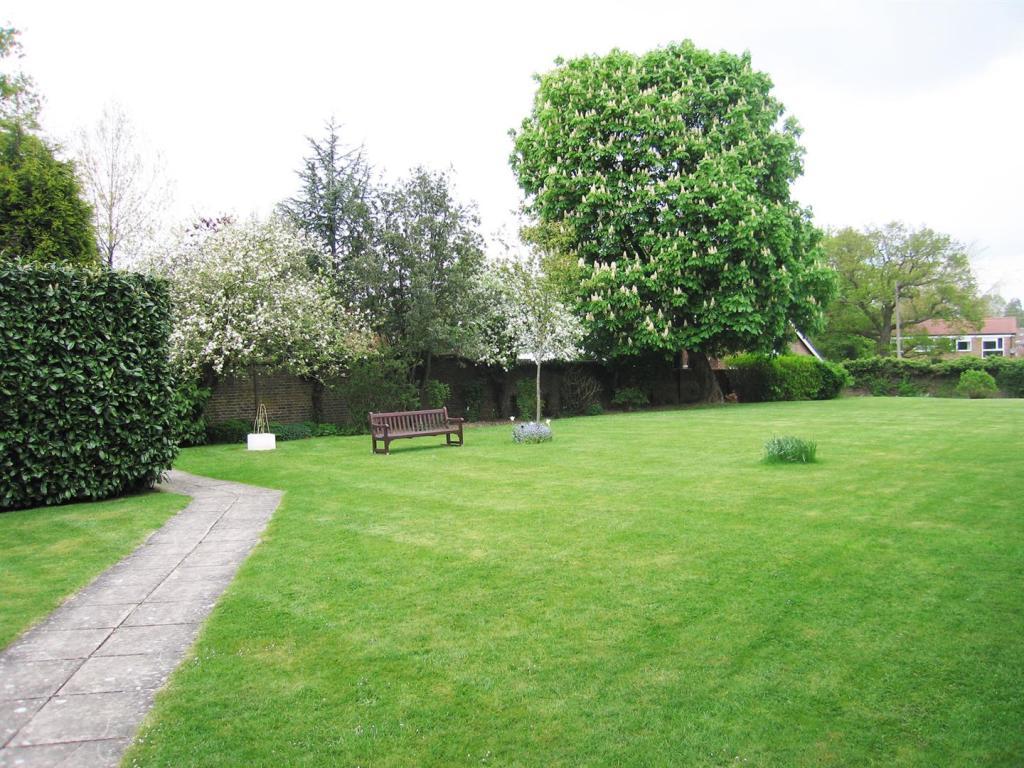 Cedar Lodge Garden 4