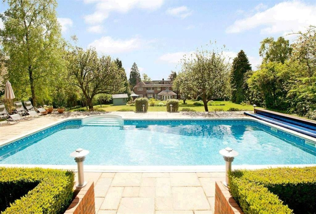 5 Bedroom House For Sale In Meadway Berkhamsted Hertfordshire Hp4 Hp4