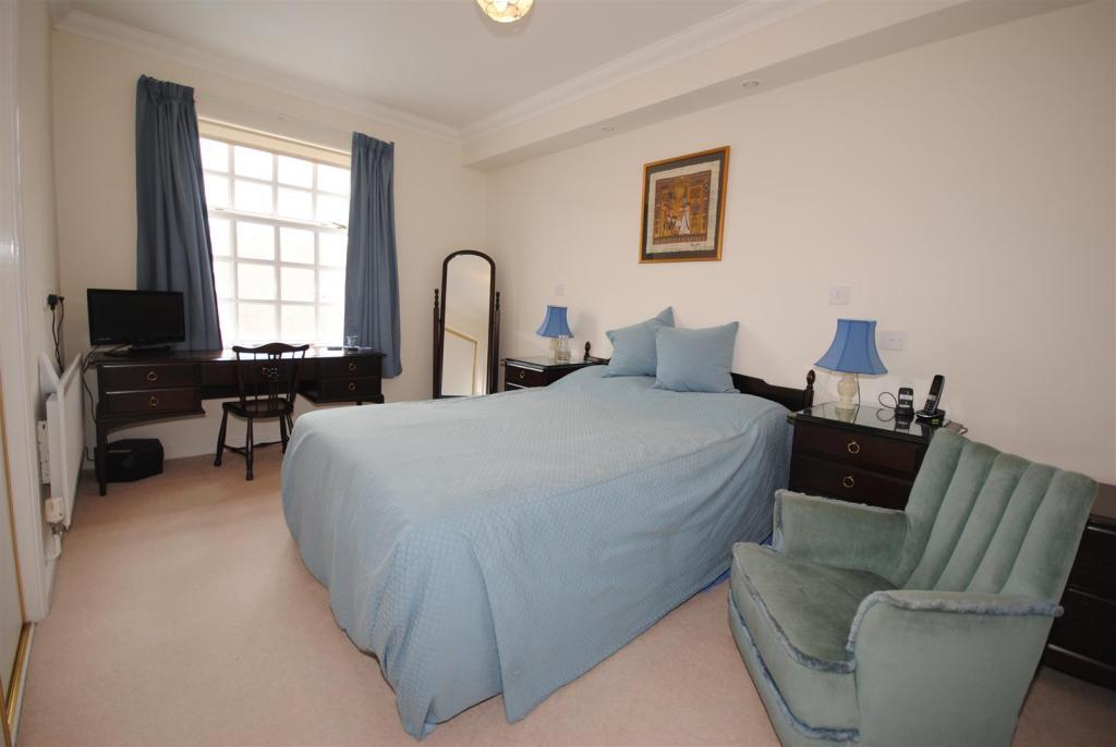 Bedroom 1 15.JPG