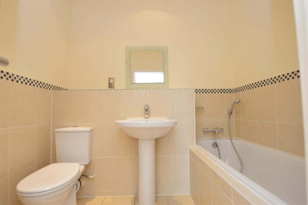 Bathroom 2505.jpg