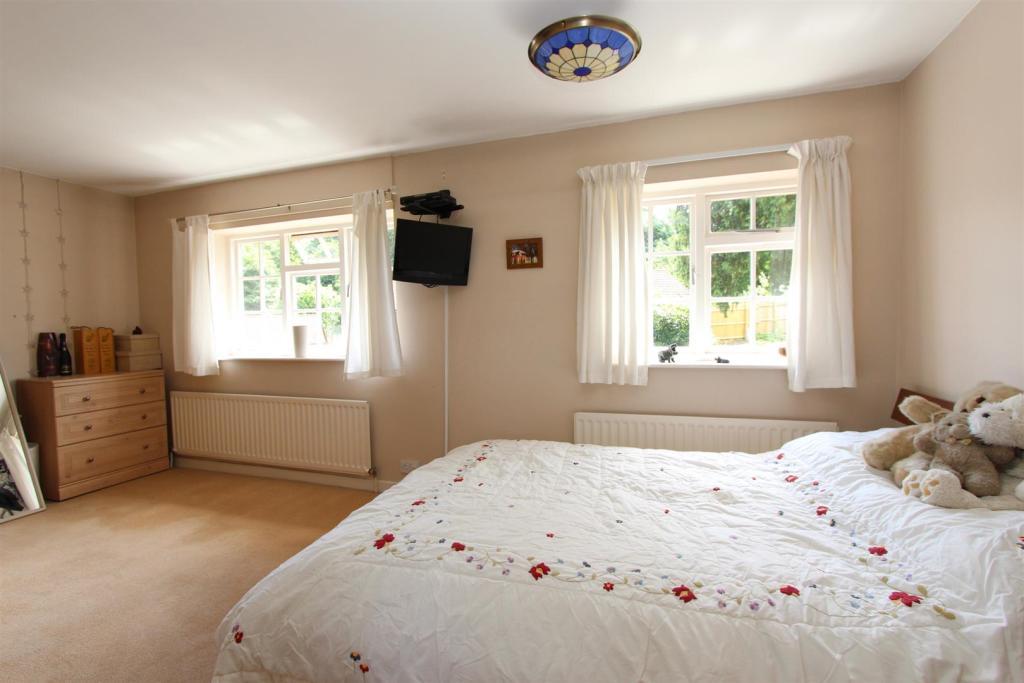 3 Dunley Gardens bed