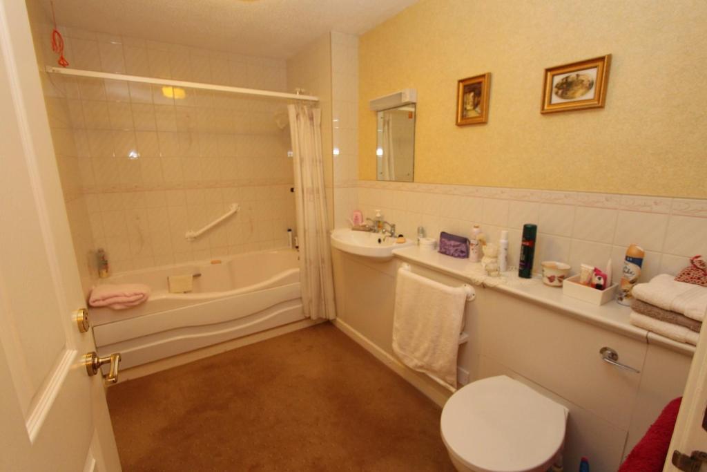 66 Westley Ct bathro