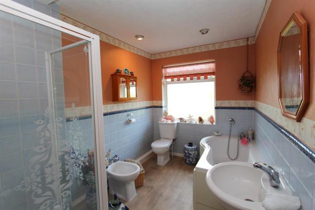Westbury bathroom.jp