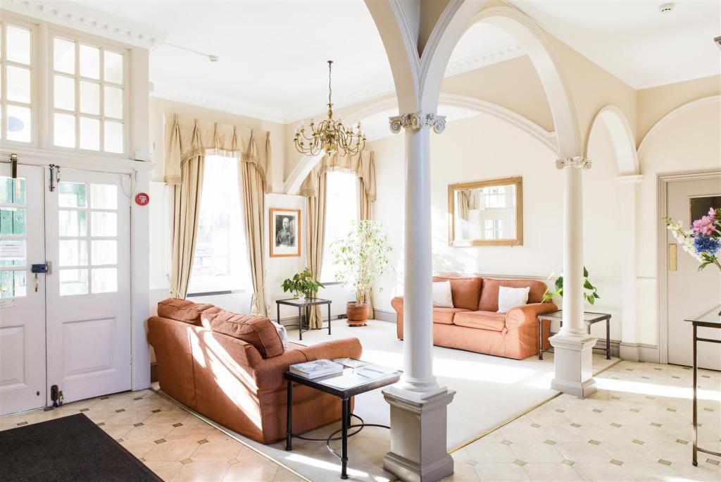 48 Connaught Mansion