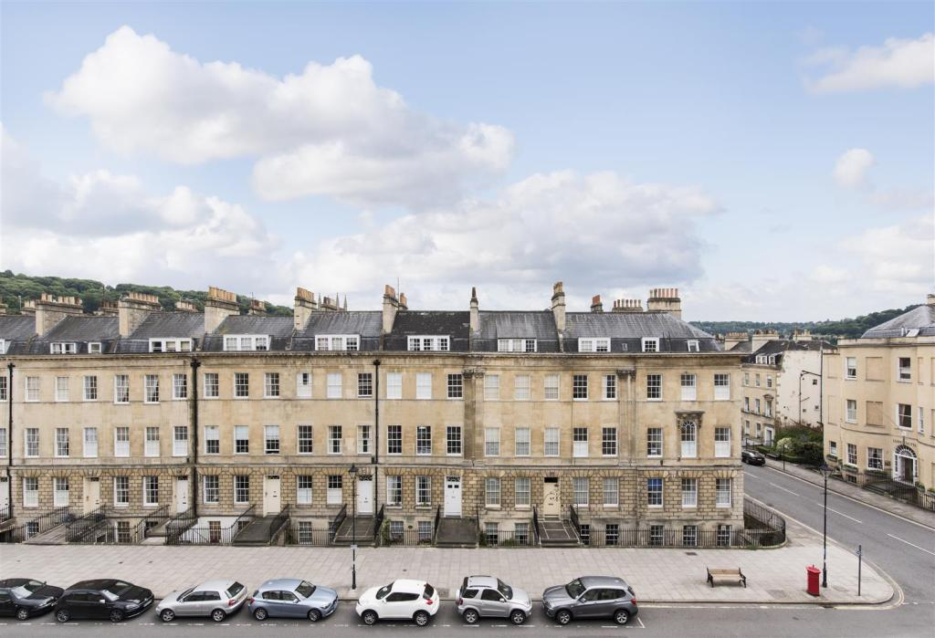 2 Bedroom Apartment For Sale In Great Pulteney Street Bath BA2