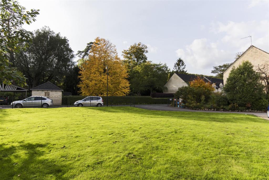 7 Weston Lodge, Syme