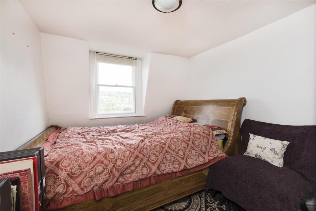 Apartment 4, 13 The