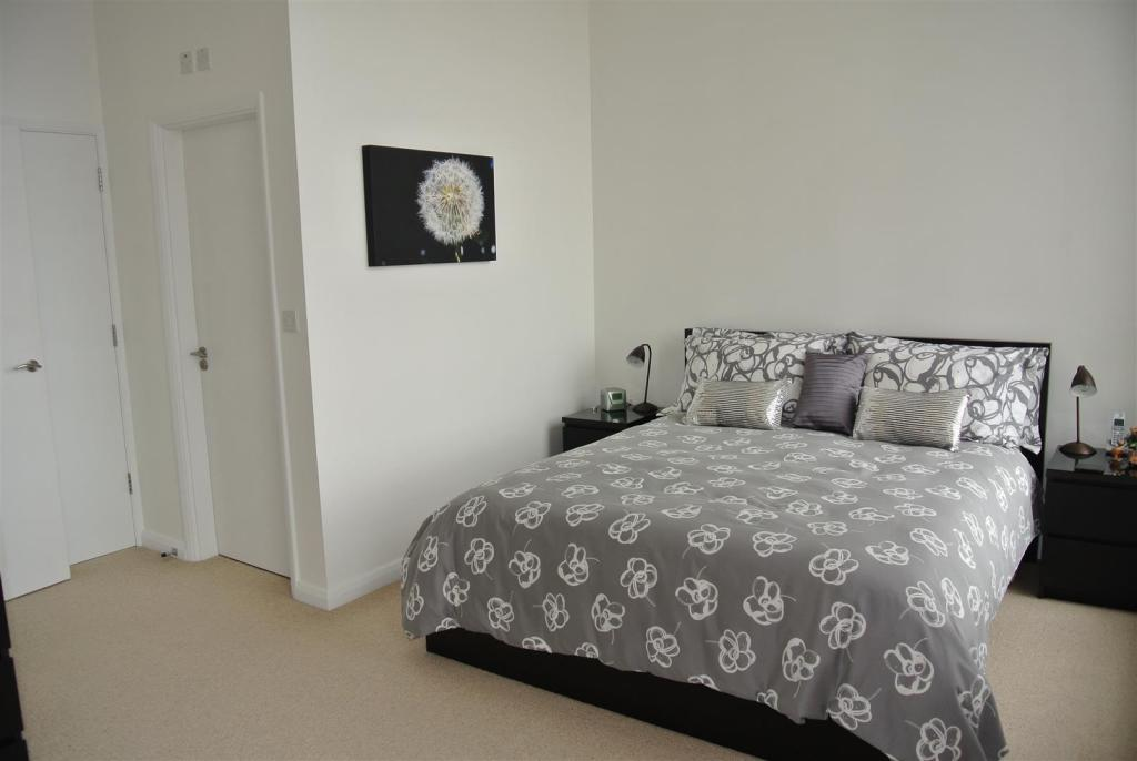 2 bedroom apartment for sale in 40 victoria mill town end for 2 master bedroom homes for sale