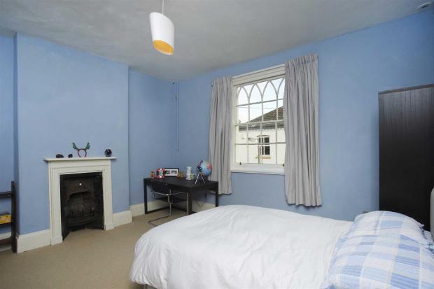 Bedroom 2 with en-su