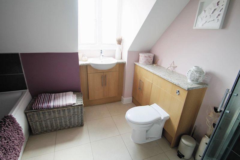En-Suite Bath/...