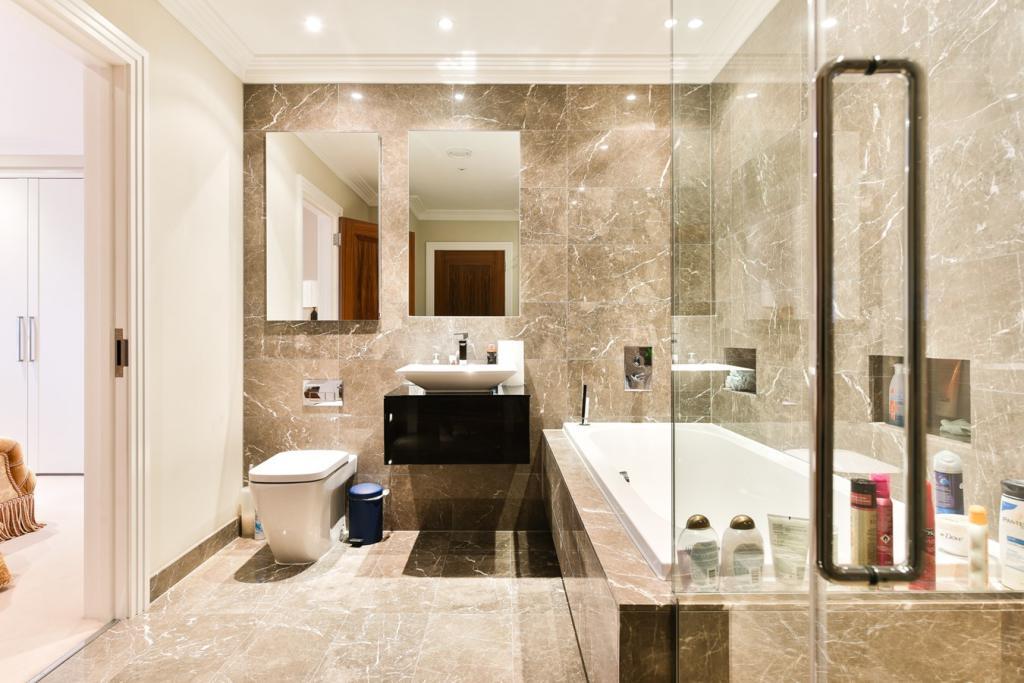 Octagon,Bathroom