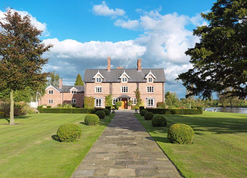 7 bedroom detached house for sale in long lane spurstow for Country mansion for sale