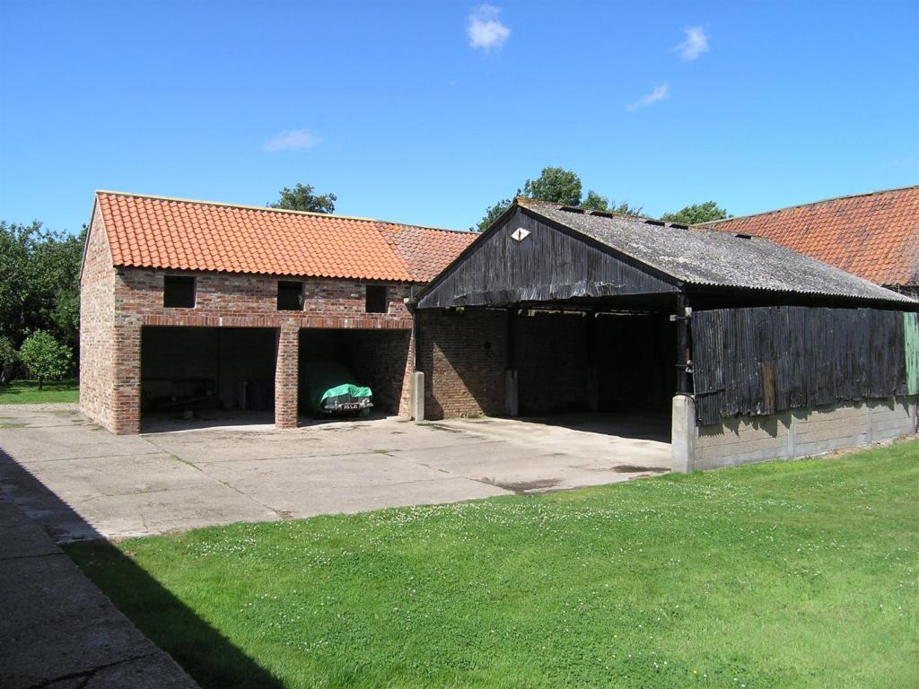 STORE SHED/BARN