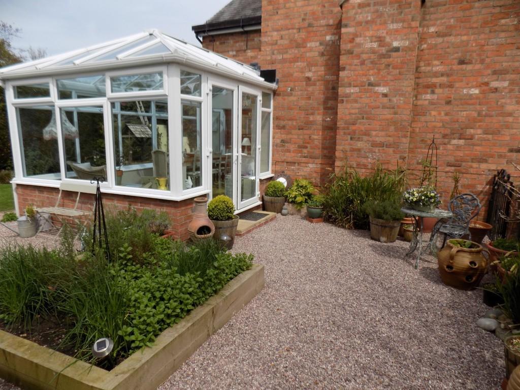 Conservatory/Side...