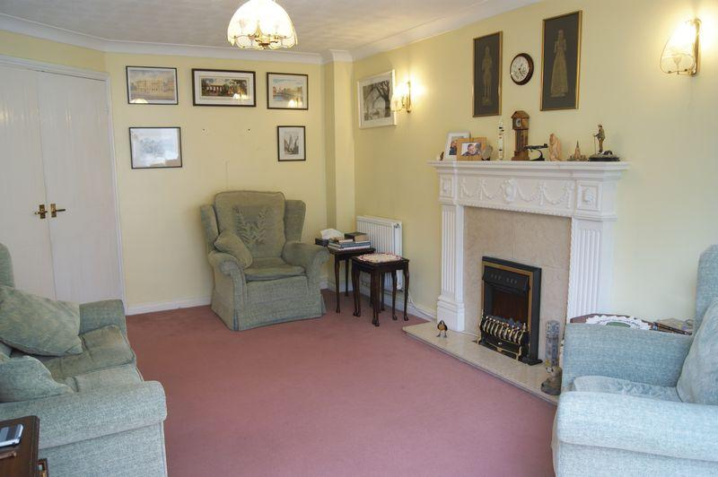 Further lounge...