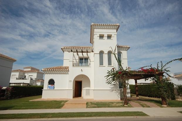 3 bedroom Villa For Sale: Villa Enebro, Phase 2, La Torre Golf Resort, REF – LVE124