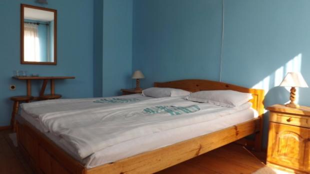 Solid wood pine bed