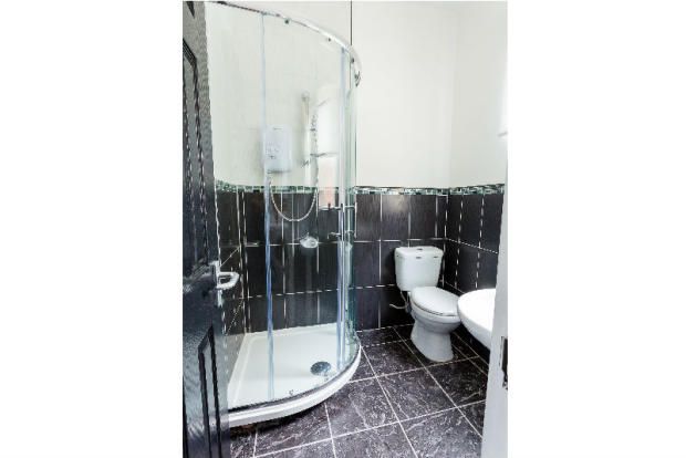 81-sheil-road-student-houses-bathroom