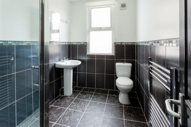 student-house-bathroom