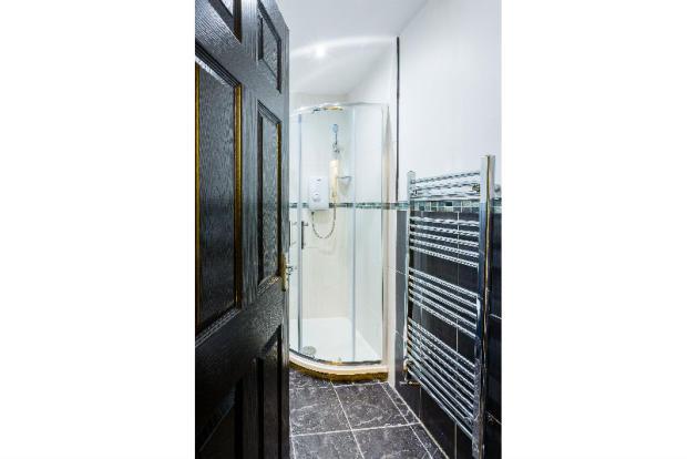 Copy of 16-suffolk-street-student-accommodation-bathroom