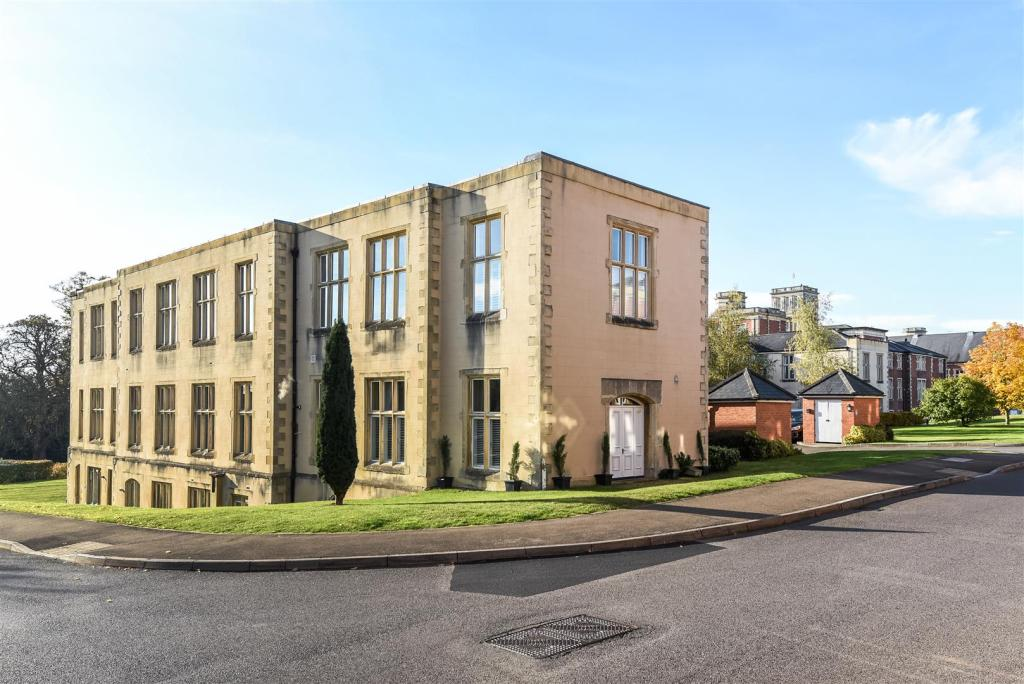 Royal Earlswood Property For Sell