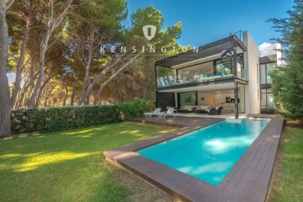 Modern beach villa