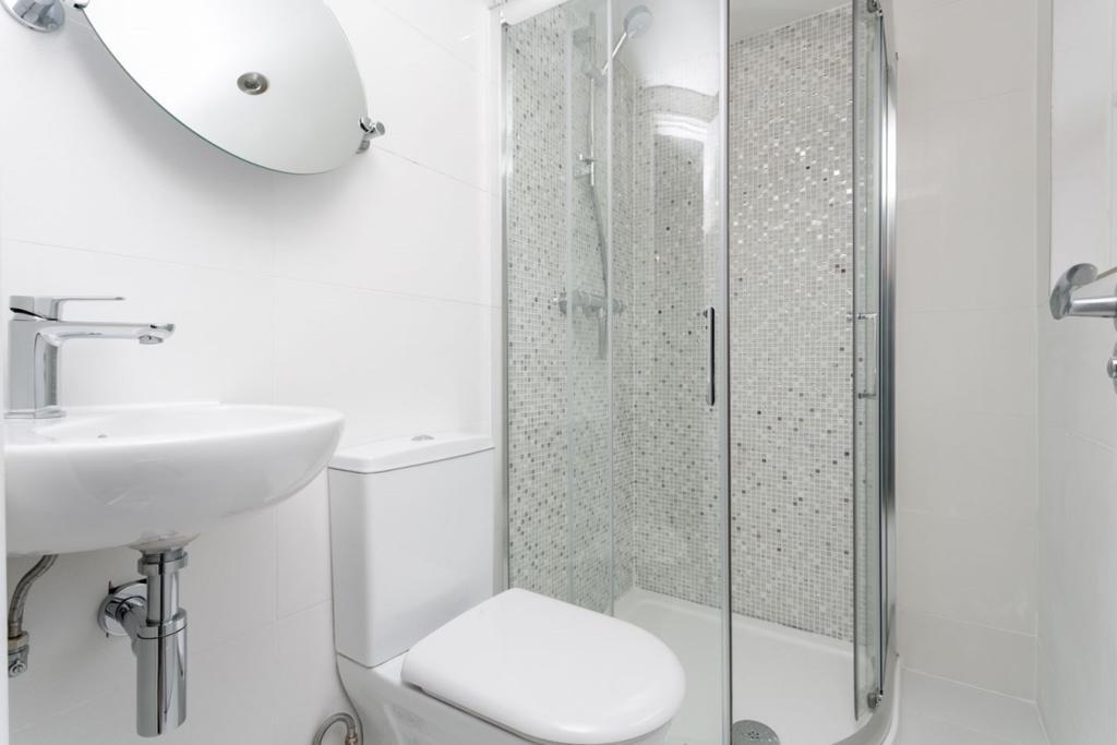 Shower room on 3rd f