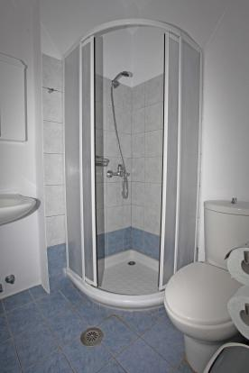 one of 4 shower room