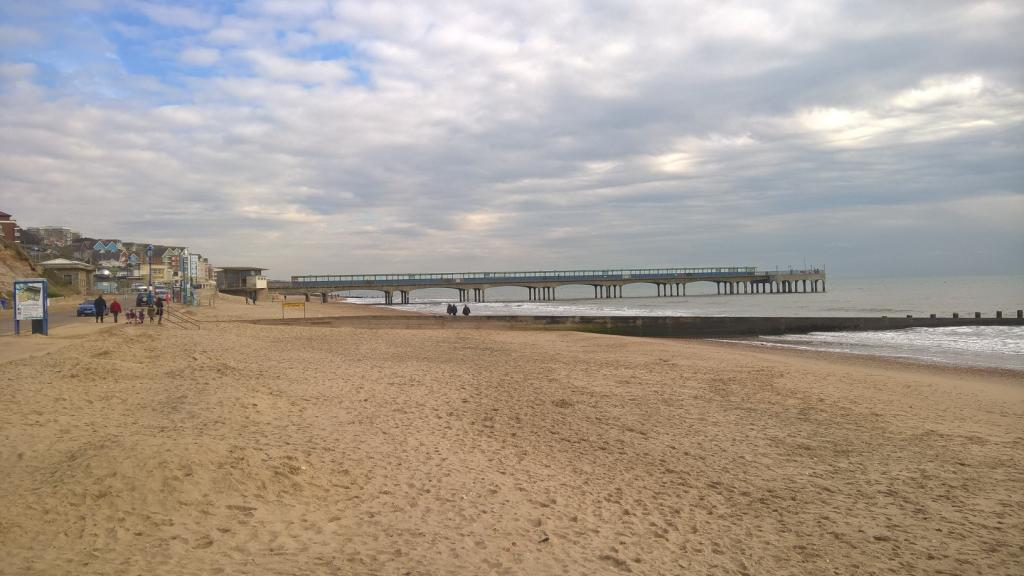 Boscombe Beach & Pier - eastwards
