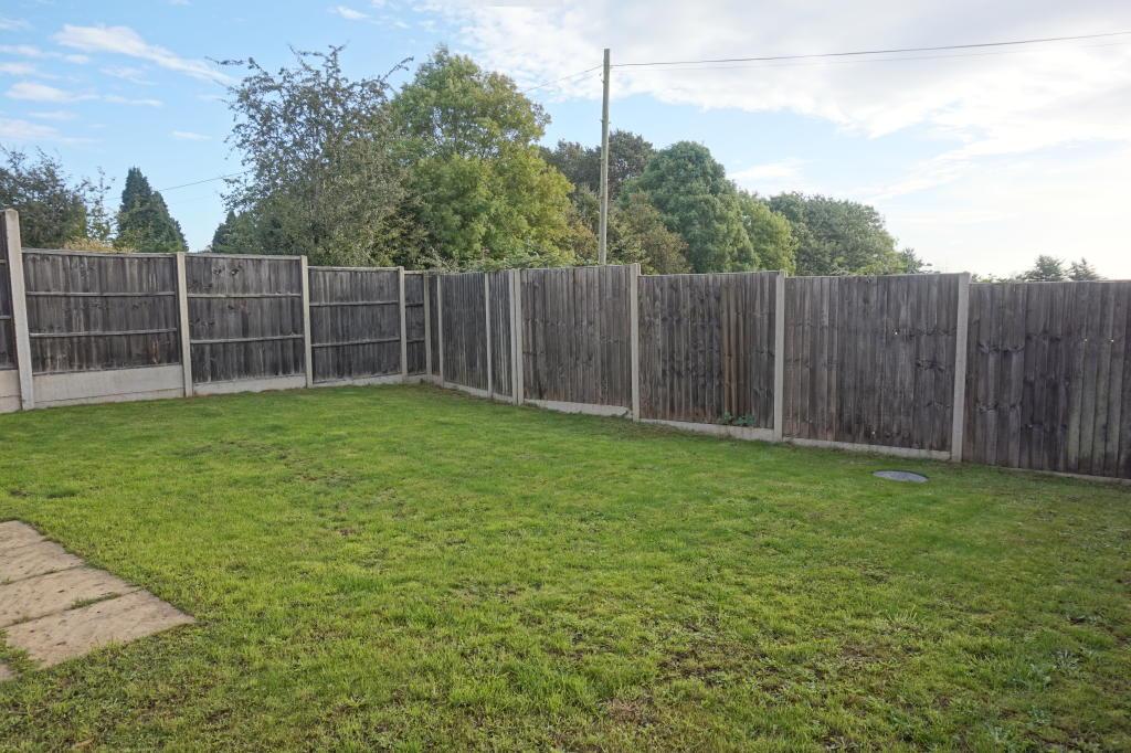 Private & sunny rear gardens