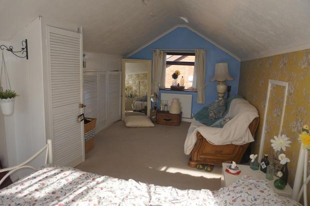Bedroom 1 1.JPG