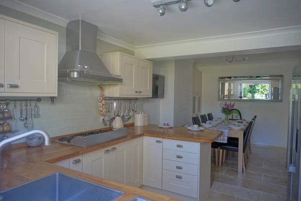 Kitchen/Dining Room Photo 4