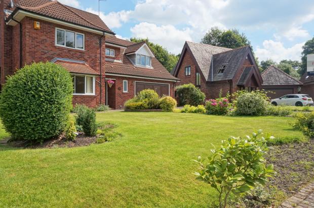 Front Garden.. Castle Walk. Penwortham Estate Agents. YOPA