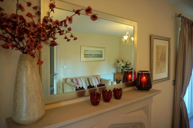 Lounge - Mirror