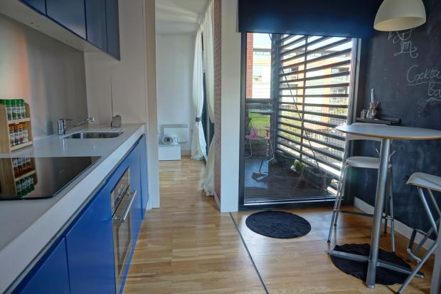 Kitchen and dining pod